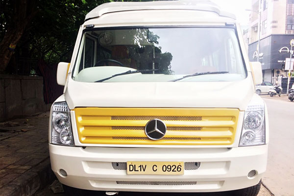1x1 9 Seater Ultra Luxury Coach With Washroom - Car Rental Delhi
