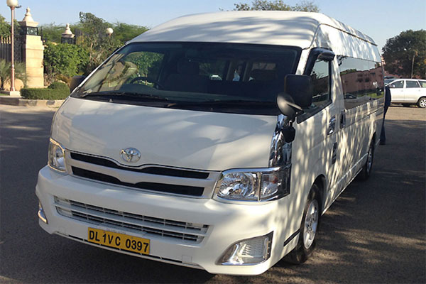 Toyota Commuter Grand Hiace 5 Seater - Imported Luxury Vans Rental Company - Car Rental Delhi