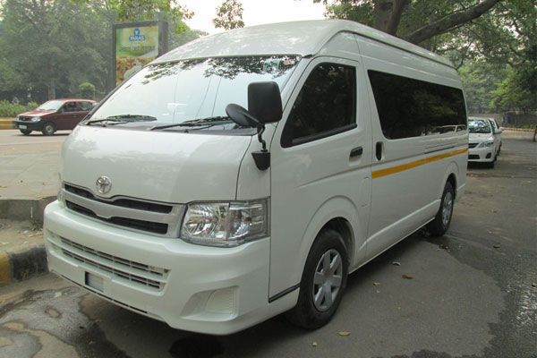 Toyota Commuter Grand Hiace 7 Seater - Imported Luxury Vans Rental Company - Car Rental Delhi