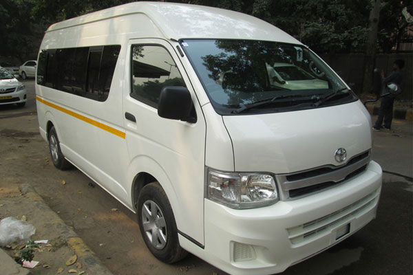 Toyota Commuter Grand Hiace 8 Seater - Imported Luxury Vans Rental Company - Car Rental Delhi